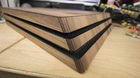 Una empresa diseña carcasas de madera para consolas