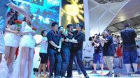 Un hombre se declara a una modelo en una feria de videojuegos en China
