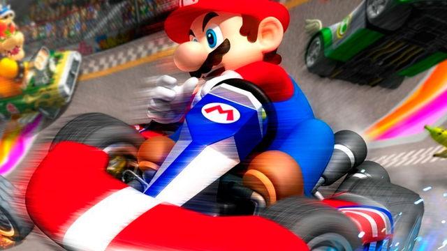 Un hombre adapta su bicicleta estática para jugar con Super Mario Kart